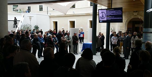 une minute de silence en mémoire des victimes des attentats de Paris a été observée à 12h dans le hall de la mairie de Villeneuve-sur-Lot