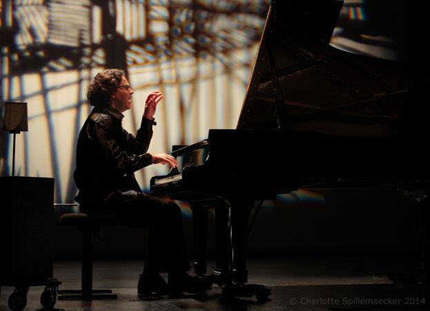 Le pianiste aux 50 doigts 2 - ® Charlotte Spillemacecker